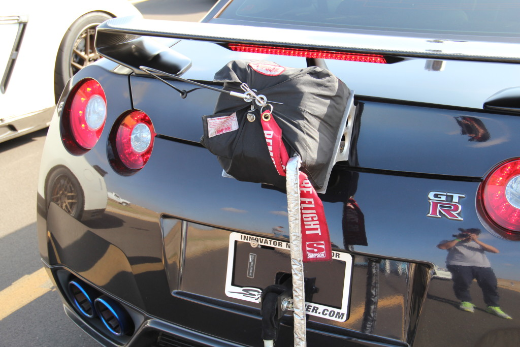 Speed parachute equipped on back of SP Engineering's GT-R