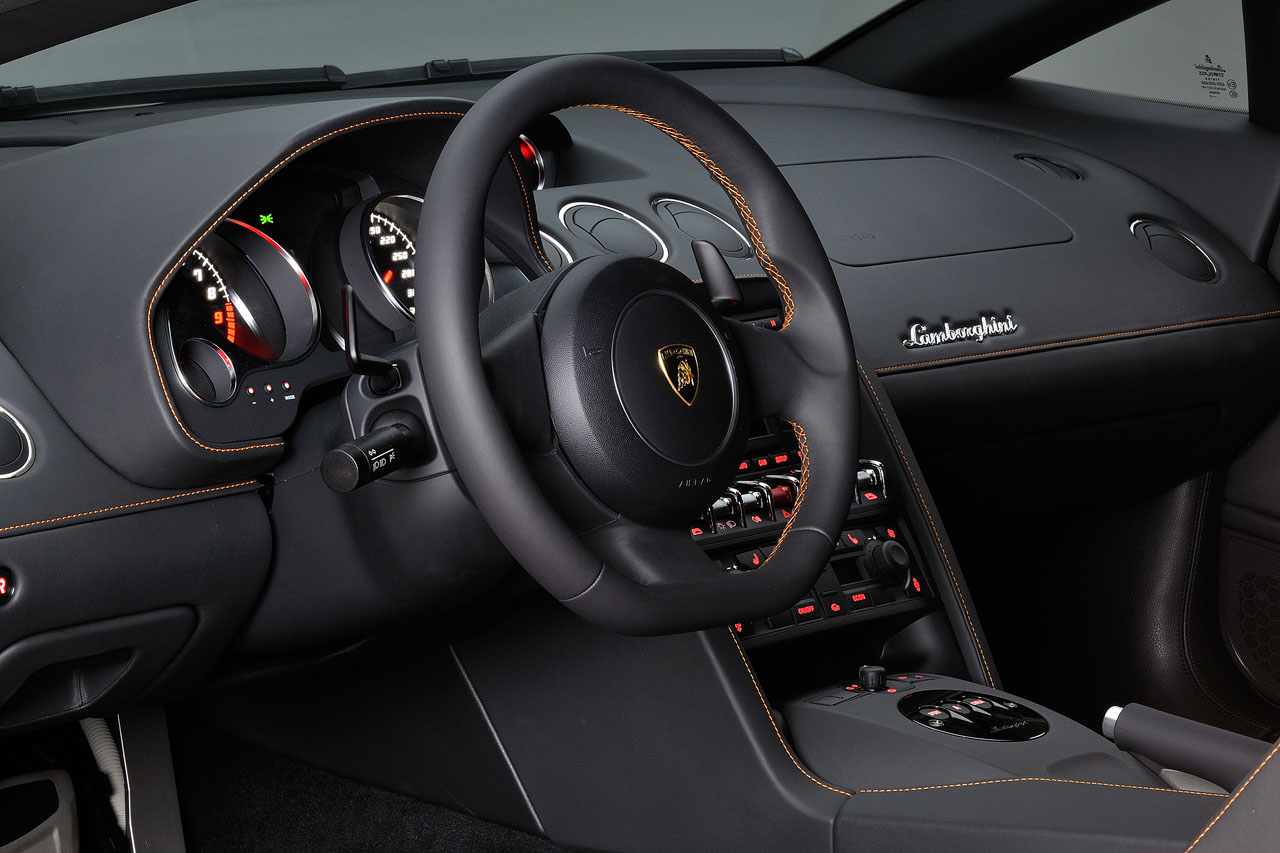 Interior of a Lamborghini-Gallardo-Bicolore showing high quality Nero-Persus leather and the contrasting orange stitching